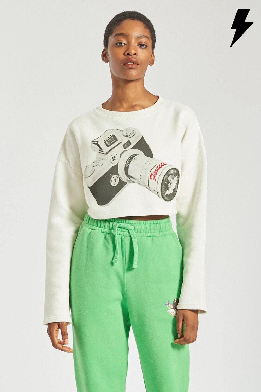 Woodland Vintage Camera Crop Sweatshirt Off White